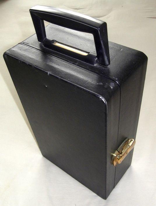 Der ultimative Hingucker sind Partygäste mit eigenem Bar Koffer.